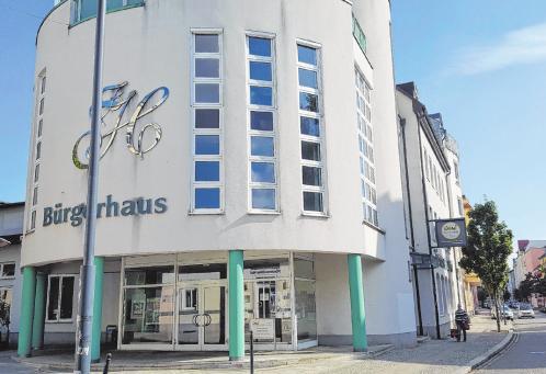 """Im Bürgerhaus """"Fürstenwalder Hof"""" in der Gartenstraße 41 befindet sich auch der Firmensitz der Wohnungswirtschaft GmbH Fürstenwalde/ Spree Fotos (2): Sabine Uy"""