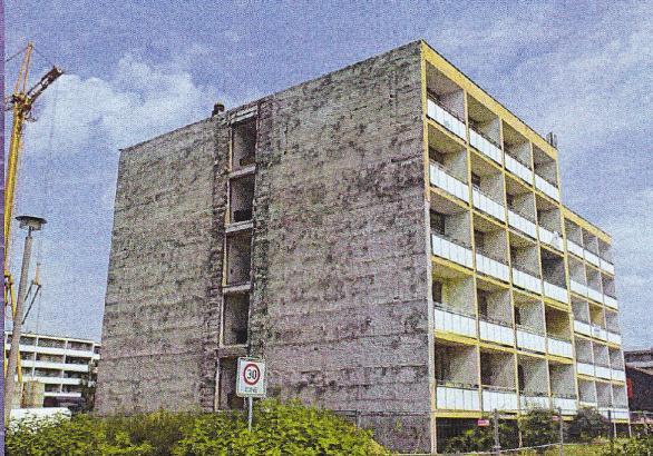 Kurz vor Sanierungsbeginn: Als der Block in der Juri-Gagarin-Straße neu war, waren die Wohnungen dort heiß begehrt. Über die Jahre hatte aber der Zahn der Zeit am Gebäude arg genagt.