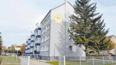 Die vielen langjährigen Mieter lieben ihren Wohnblock in der Nordstraße 5c bis 5f. Während der Sanierungszeit konnten sie in den Wohnungen bleiben und nahmen die Einschränkungen der Bauarbeiten gern in Kauf. Das Sanierungs-Ergebnis kann sich sehen lassen.
