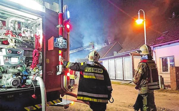 Zu jeder Tageszeit im Einsatz, wenn sie gebraucht werden: die Kameraden der Storkower Feuerwehr.